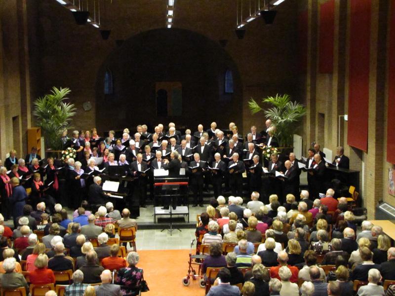 Het najaarsconcert werd gehouden in de sfeervolee aula van het St Oelbert Gymnasium te Oosterhout